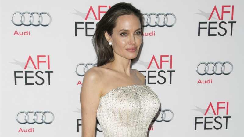 Angelina Jolie vis dar yra galutinis Holivudo mama, nepaisant skyrybų