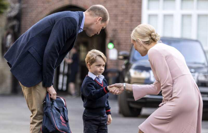 Prince George atrodo labai šalta, kai jis pradeda savo pirmąją mokyklos dieną