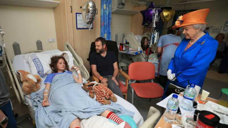 Nüüd on Manchesteri pommitamise ohvritega kuninganna külastuste videofilm