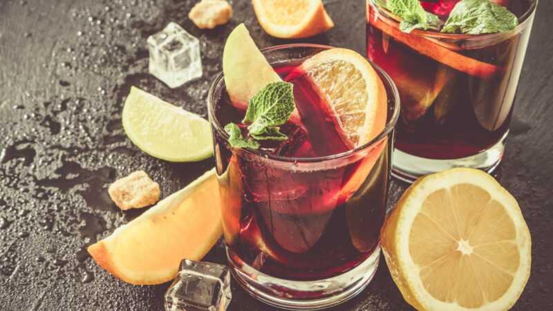 3 kořeněné koktejly z rumu, které zahřejí chladné zimní kosti