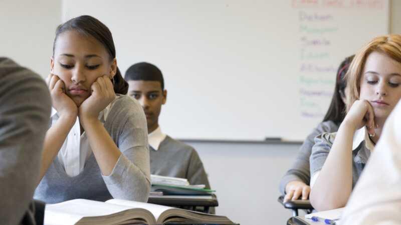 La escuela es criticada por una nueva política de no tocar