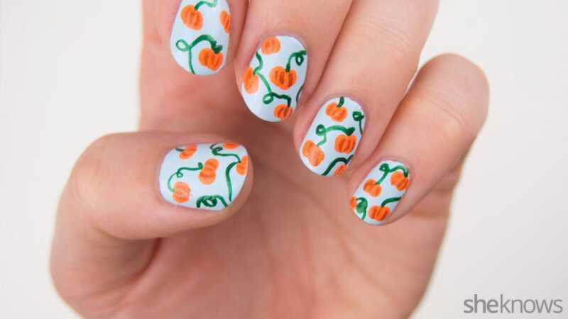 Дизајн бундеве за нокте који је изненађујуће лак за себе