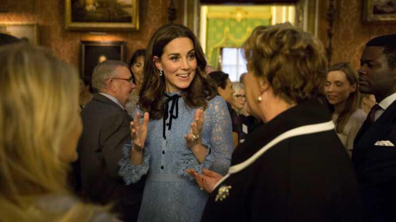 É sério o momento de parar de envergonhar o corpo Kate Middleton