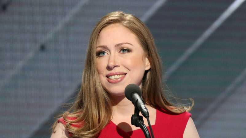 Chelsea Clinton tager på skurke, der mockede Barron Trump