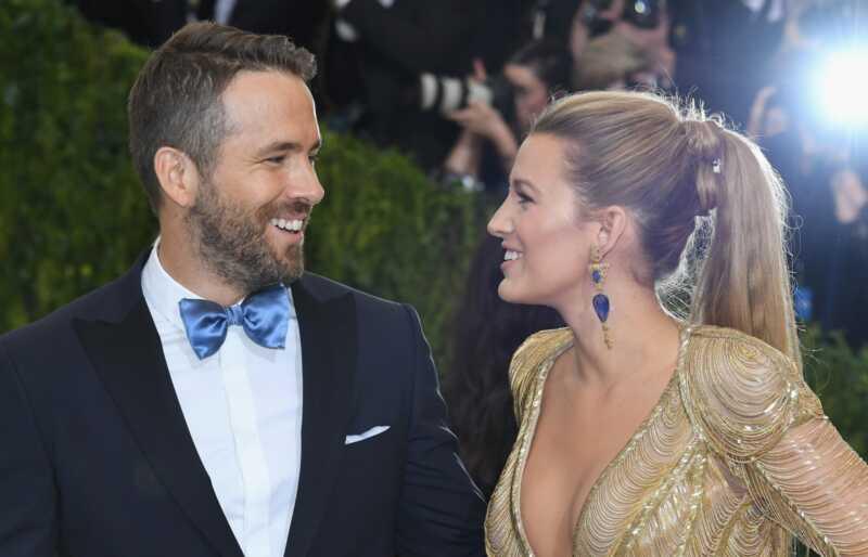 Ryan Reynolds gaudo par blake dzīvs, pasaule sasniedz pīķa Greizsirdība