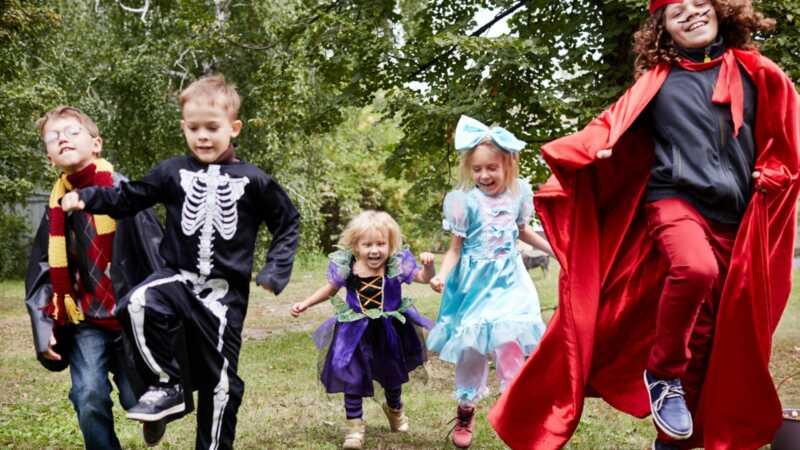 18 ikke-ubehagelige halloween sanger perfekt for barnas dansfest