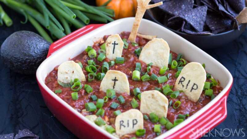 Šis kapinės Taco Dip yra jūsų naujas jaudinantis Halloween užkandis