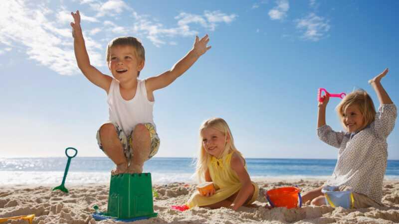 35 porodičnih plaža opreme predmeti suštinski za uspješno putovanje do obale
