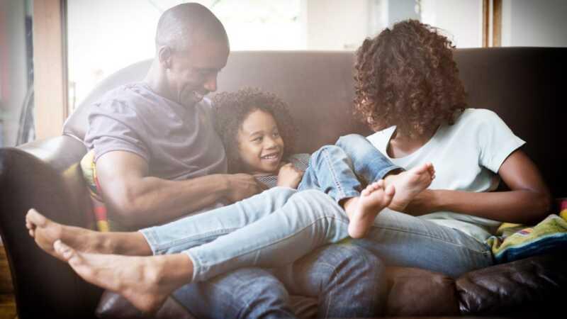 4 sätt att slåss framför dina barn är faktiskt bra för dem