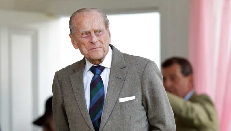 Det finns mycket att packa upp i prins Philips nya porträtt