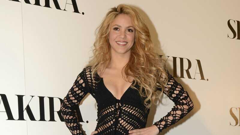 Shakira uzrakstīja lielu čeku spāņu valdībai par nodokļu nomaksu
