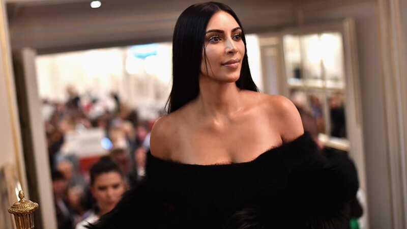 Kim Kardashian läänes solvunud fännid oma aaliyah halloween kostüüm