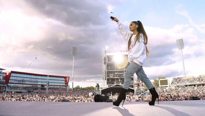Manchester opisyal na ginagawang Ariana grande ang kanilang unang honorary mamamayan kailanman