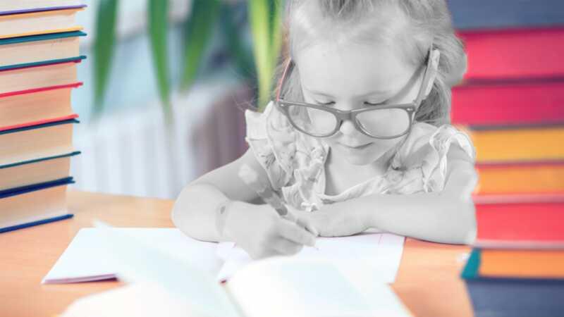 Roditelji štede i troše više na obrazovanje svojih dečaka od svojih devojaka,