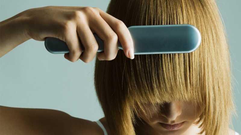 Ova futuristička četkica bukvalno popravlja oštećenu kosu